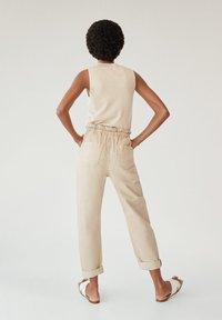 Mango - LOOSE - Jeansy Relaxed Fit - beige - 2