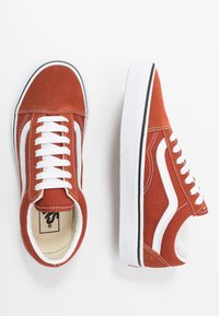 Vans - OLD SKOOL UNISEX - Sneakers laag - picante/true white - 1