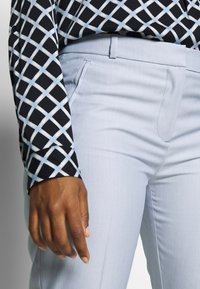 comma - Trousers - blue - 3