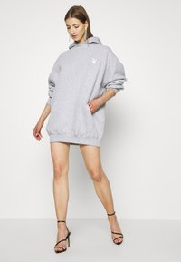 Missguided - PLAYBOY COWGIRL OVERSIZED HOODY DRESS - Vestido informal - grey - 1