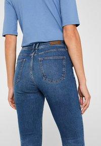 Esprit - LIEBLINGS GESCHNITTENE  - Slim fit jeans - blue medium washed - 5