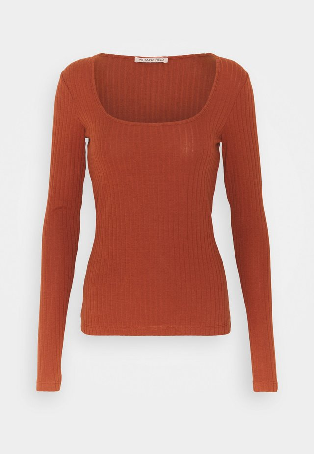 Long sleeved top - brown