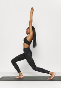 Under Armour - MERIDIAN PRINTED - Tights - jet gray - 1