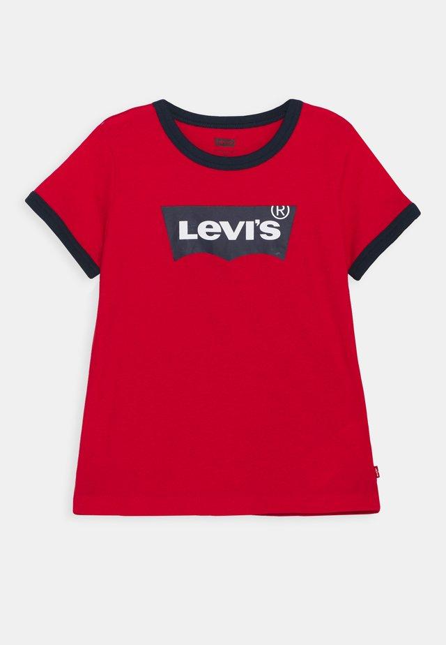 BATWING RINGER TEE - Print T-shirt - super red