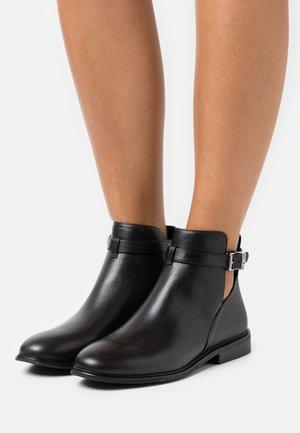 LAWSON - Kotníková obuv - black