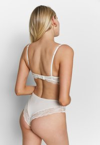 s.Oliver - Sujetador push-up - creme