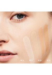 MAC - STUDIO FIX FLUID SPF15 FOUNDATION - Foundation - nc 25 - 1