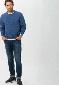 BRAX - STYLE CHUCK - Slim fit jeans - regular blue used - 1