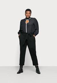 Anna Field Curvy - Chino kalhoty - black - 1