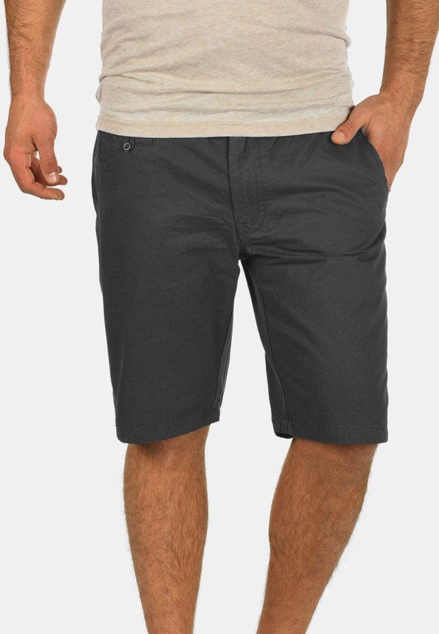 SASUKE - Shorts - phantom gr