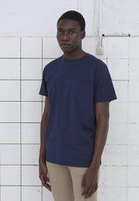 BY GARMENT MAKERS - T-shirt basic - dark blue - 0