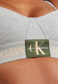 Calvin Klein Underwear - MONOGRAM UNLINED TRIANGLE - Top - grey heather/citrus delight - 4