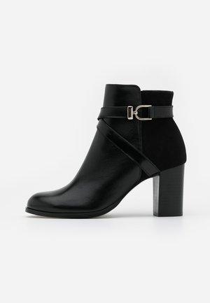 DURWIN - Kotníková obuv - noir