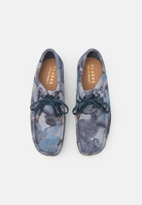 Clarks Originals - WALLABEE - Casual lace-ups - blue - 3