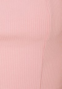 Glamorous - BOW FRONT SCOOP CROP WITH PUFF SHORT SLEEVES - T-shirt print - peachy pink - 2