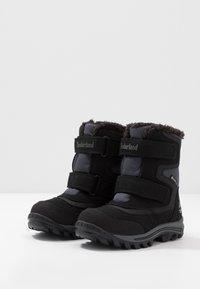 Timberland - CHILLBERG 2-STRAP GTX - Zimní obuv - black - 3