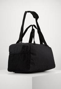 Puma - FUNDAMENTALS SPORTS BAG - Sportväska - black - 2