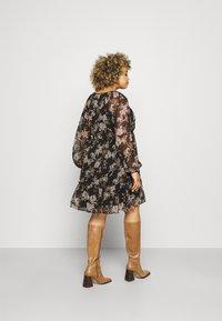 Vero Moda Curve - VMFRIDA V NECK DRESS - Day dress - black - 0
