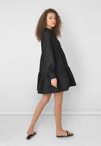 Ro&Zo - FRILL COLLAR TIERED - Day dress - black - 0