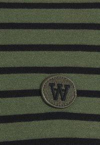 Wood Wood - LONG SLEEVE - Long sleeved top - army/black - 2