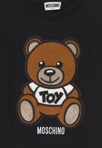 MOSCHINO - MAXI UNISEX - Print T-shirt - black - 2