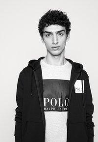 Polo Ralph Lauren - Print T-shirt - smoke heather - 4