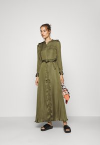 Banana Republic - TRENCH MAXI DRESS - Sukienka koszulowa - jungle olive - 1