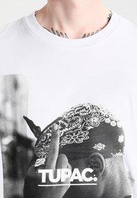 Mister Tee - 2PAC  - Print T-shirt - white - 3
