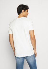 TOM TAILOR DENIM - Print T-shirt - blanc de blanc white - 2