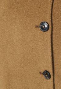 CLOSED - YANA SHORT DOUBLE BREASTED - Short coat - dark tan - 2