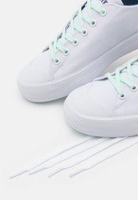 Lacoste - GRIPSHOT  - Trainers - white/light blue - 5