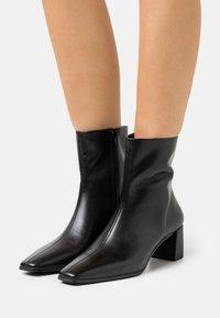 Vagabond - TESSA - Kotníkové boty - black - 0