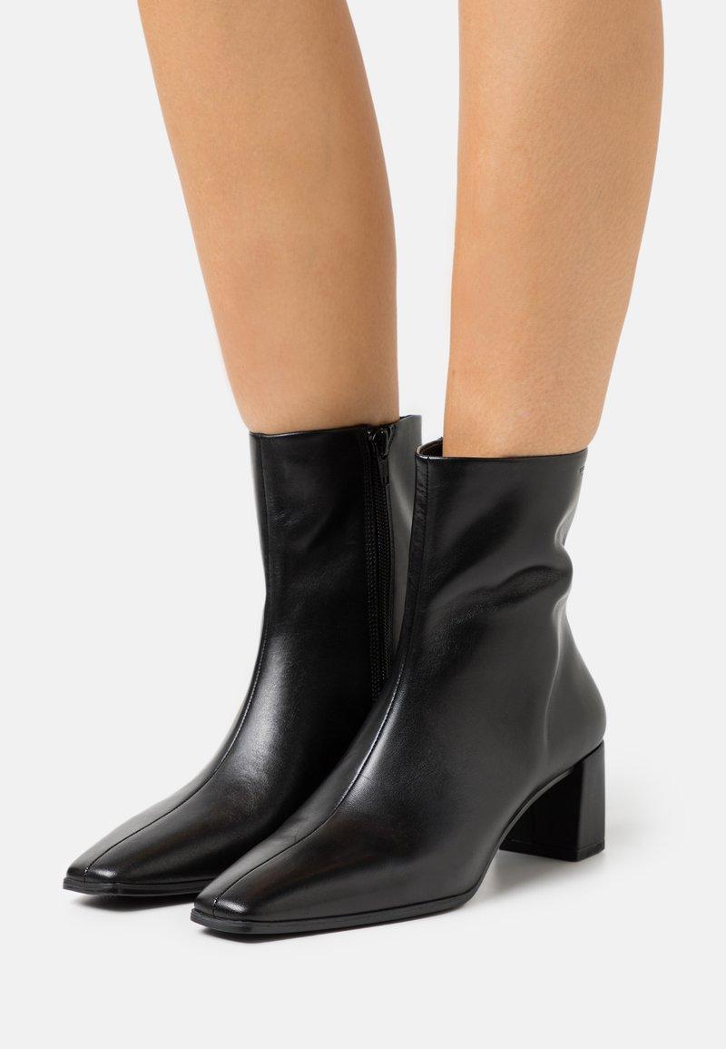 Vagabond - TESSA - Kotníkové boty - black