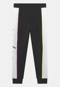 Jordan - COLOR OUTSIDE THE LINES - Pantaloni sportivi - black - 1