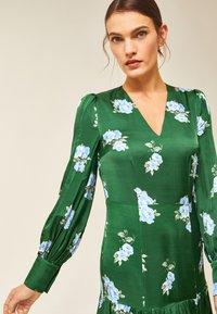 IVY & OAK - PUFFY DRESS MIDI - Day dress - green - 3