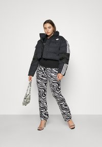 adidas Originals - SHORT PUFFER - Veste d'hiver - black - 4