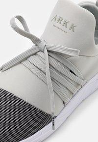 ARKK Copenhagen - RAVEN UNISEX - Trainers - steeple gray/white - 5