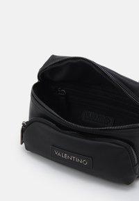 Valentino Bags - ALEX WAISTBAG - Riñonera - nero - 2