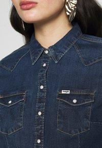 Wrangler - SLIM WESTERN SHIRT - Overhemdblouse - mid indigo - 5