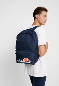 Ellesse - ROLBY PENCIL CASE - Batoh - navy - 1