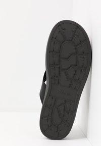 Clarks - TRACE SHORE - Sandalias de dedo - black - 6