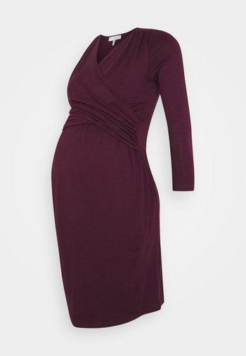 DIVINE - Sukienka z dżerseju - aubergine