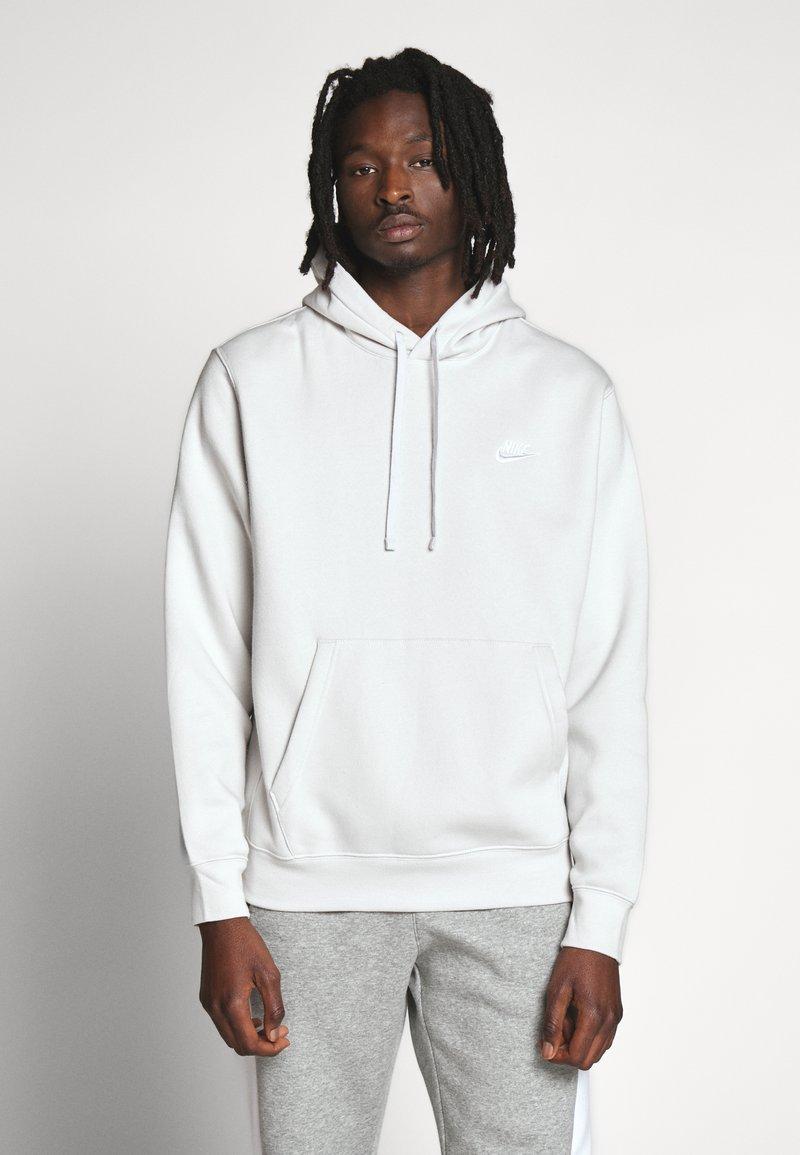 Nike Sportswear - CLUB HOODIE - Hættetrøjer - vast grey