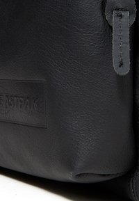 Eastpak - PADDED PAK'R/MARCH SEASONAL COLORS - Zaino - black ink leather - 6
