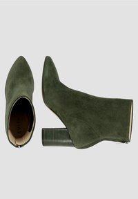 Evita - Classic ankle boots - dunkelgrün - 1