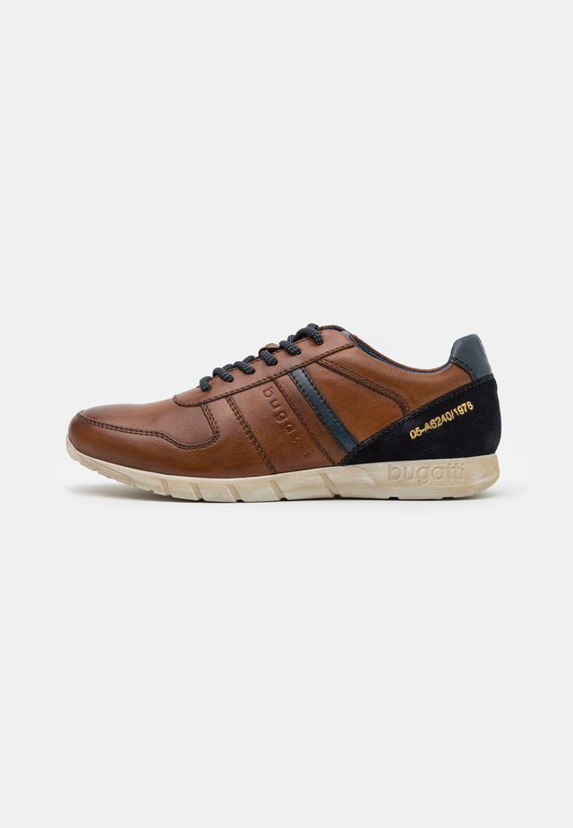 WAMBOLA - Trainers - cognac