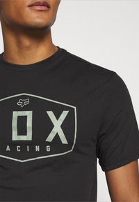 Fox Racing - CREST TECH TEE - Print T-shirt - black/green - 5