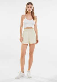 Bershka - Shorts - offwhite - 1