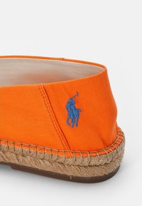 Polo Ralph Lauren - CEVIO SLIP - Espadrilles - resort orange/blu - 5