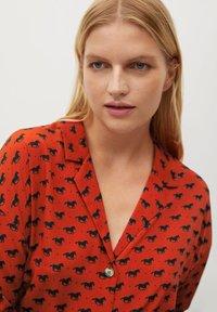 Violeta by Mango - EVERY - Button-down blouse - bräunliches orange - 3